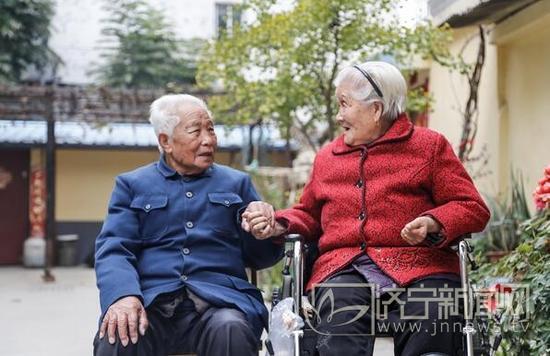 相依相守70年,生活中他们默契十足