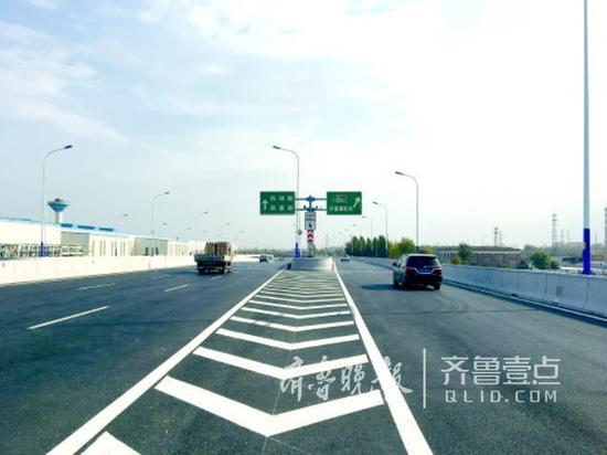 工业北路高架桥直通高速的匝道日前放开通行。