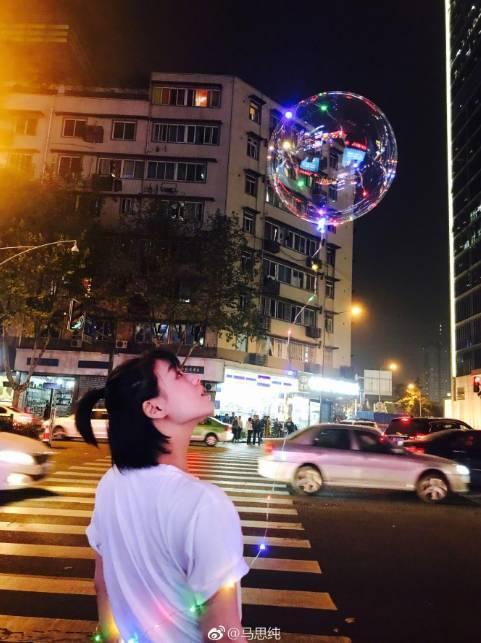 这个会发光的气球简直就是