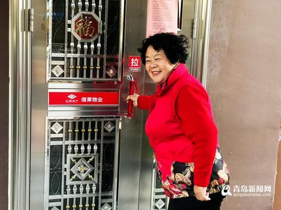 """""""能住上带电梯的新房,现在我每天的心情都不一样了!""""矫阿姨开心地告诉记者。"""