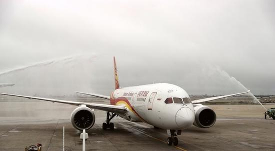 即便飞机最大飞行高度达到41000英尺(约合12497米),也运行得非常平稳