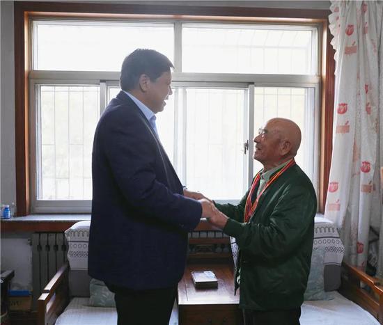 李黎明走访慰问水利系统志愿军老战士