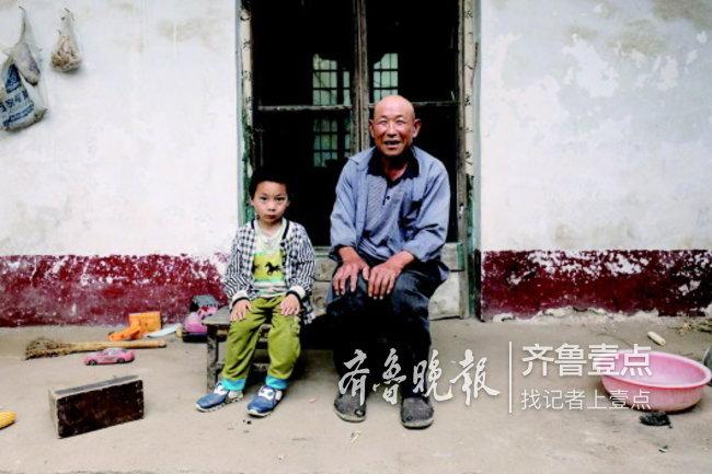 祖孙俩相依为命,生活贫困,期盼好心人帮助。 志愿者供图