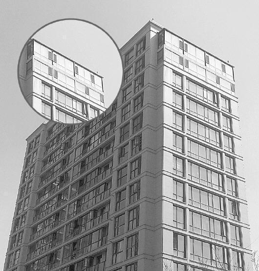 几乎每栋楼楼顶都存在违建。图示为违建楼层。 记者高玉龙摄