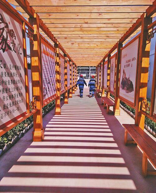 中铁十四局济南黄河隧道工地的文化长廊。