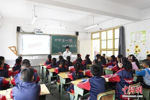 资料图:小学课堂。 中新社记者 安源 摄