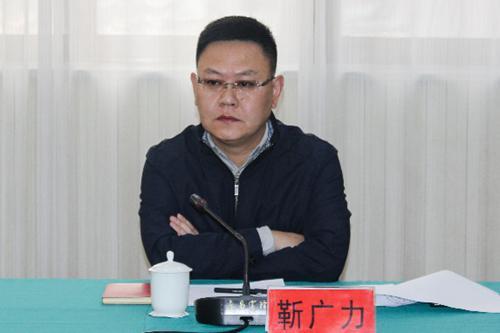 靳广力介绍唐邑镇葫芦产业发展情况