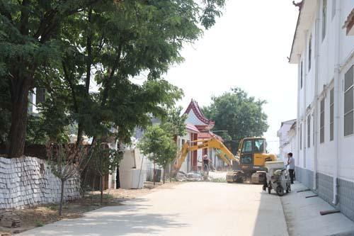 圣城街道村庄旱厕改造现场。