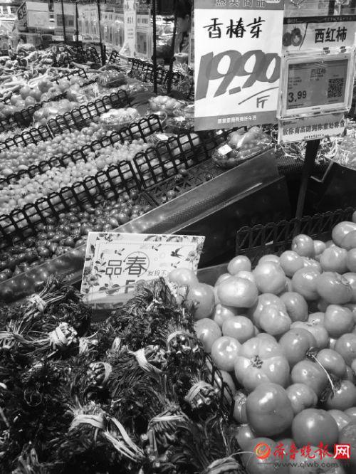 一超市内香椿明码标价。