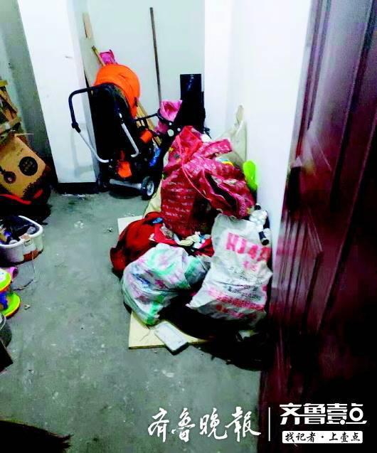 杨先生家地下室里的物品被泡。