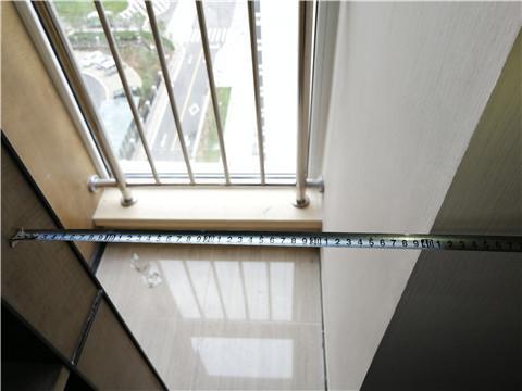 """经测量,徐先生称的这道""""一线天""""宽度仅为40厘米"""