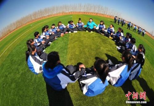 资料图:90名90后大学生到沈阳农村支教。中新社发 于海洋 摄