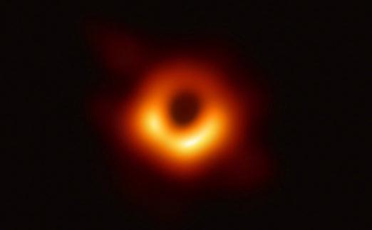 给黑洞拍照片