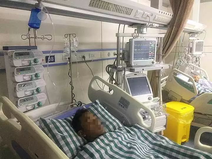 △患者躺在急诊重症监护室里