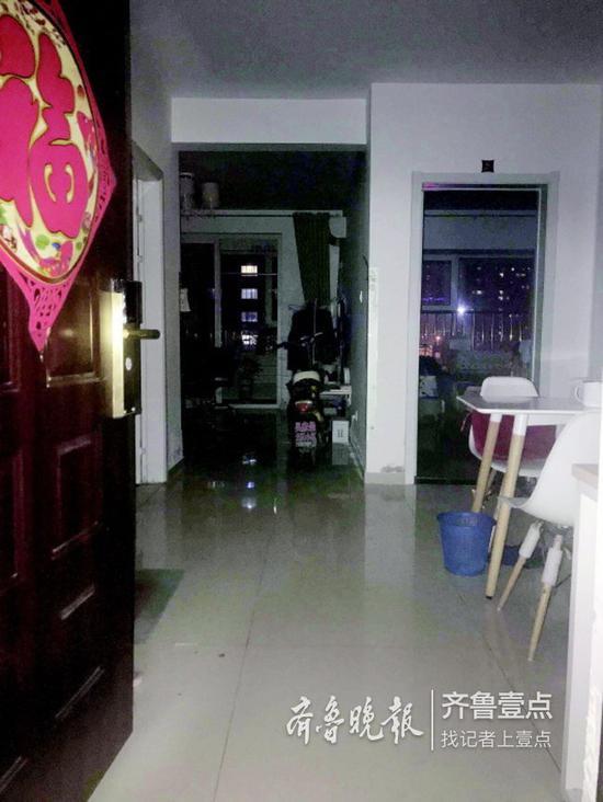 ◥韩先生租住的公寓仍在停电中,无法居住。