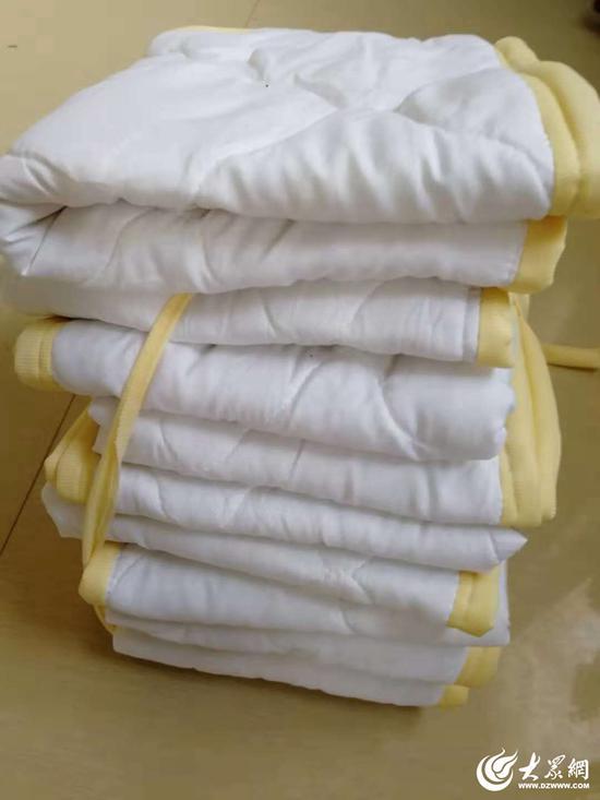 老人亲手缝制的棉座垫。