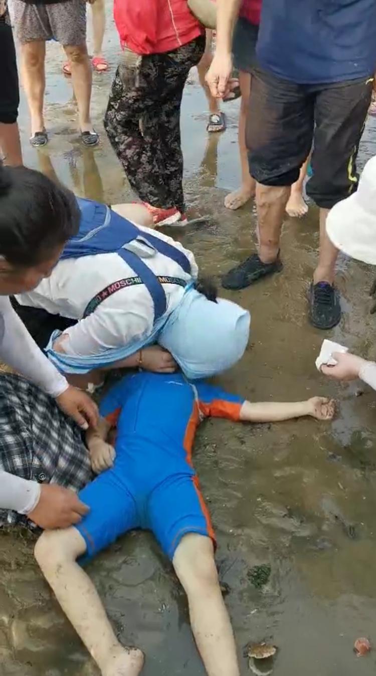 威海海水浴场男孩溺水 济南医生和游客合力抢救