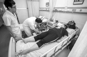 灵灵正在接受医院检查