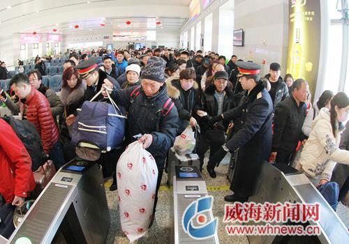 春运首日全市共完成客运总量约4.9万人次,同比增长约7%。