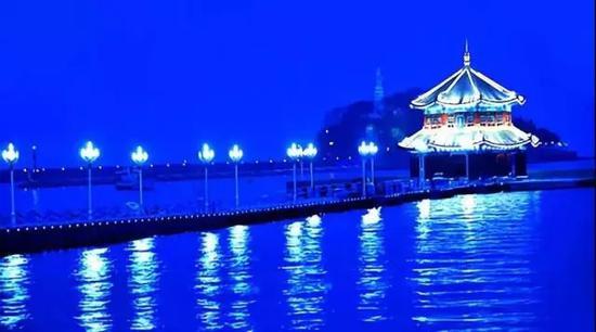 栈桥周边夜景