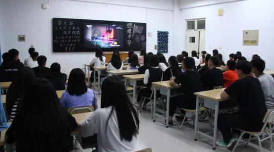 ●食品系学生进行主题观影活动