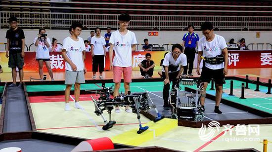 今年,曾是4届冠军的成都电子科技大学在比赛中屡次出现意外,止步16强。