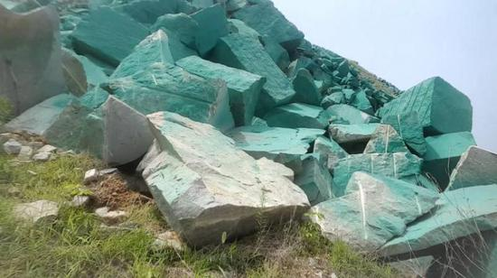 应付环保检查、蒙蔽卫星监测,那么这家石料厂有没有开采手续呢?