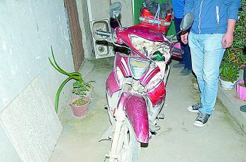 肇事的无牌二轮摩托车。