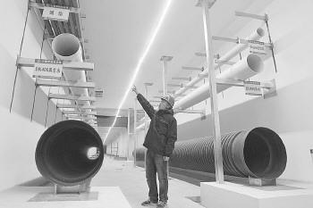 综合管廊内设置了直饮水、供暖、通信、再生水和自来水等管道。