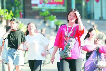 ◥22日,济南迎来今年首个高温日。