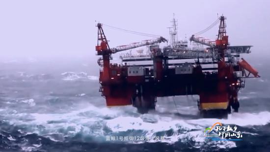 蓝鲸1号抵御12级海上风暴