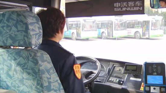 刘秀霞 761路公交车驾驶员: