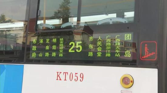 """而当110民警赶到后,这位乘客竟然对民警也""""动""""了手。"""