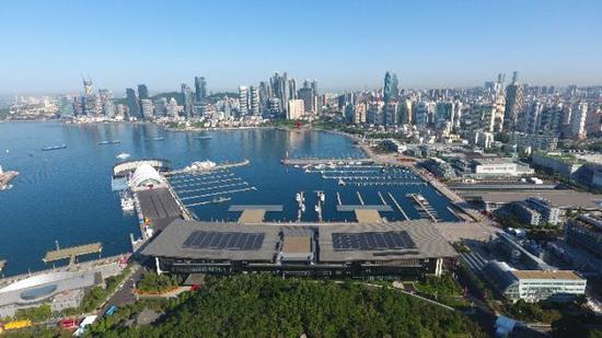这是无人机航拍的上合组织青岛峰会国际会议中心。新华社记者 郭绪雷摄