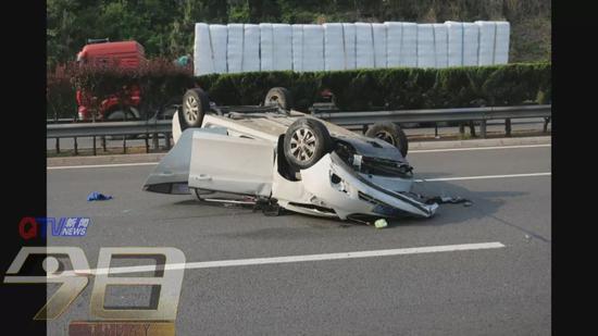 △轿车受损情况