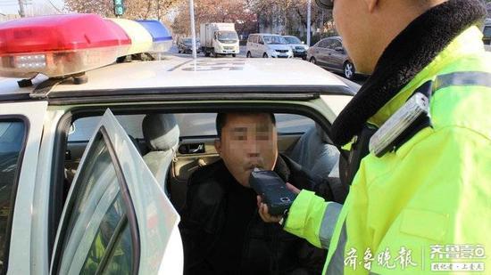 周村一男子醉驾开车被查  还拉着怀孕的老婆