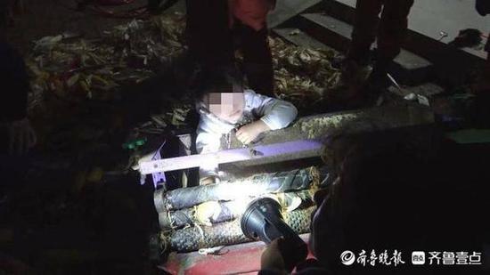 揪心 德州7岁女孩手臂卷入玉米脱皮机 消防紧急救援