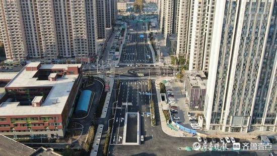 济南通普街沥青摊铺完毕 可直接驶入火车站北停车场