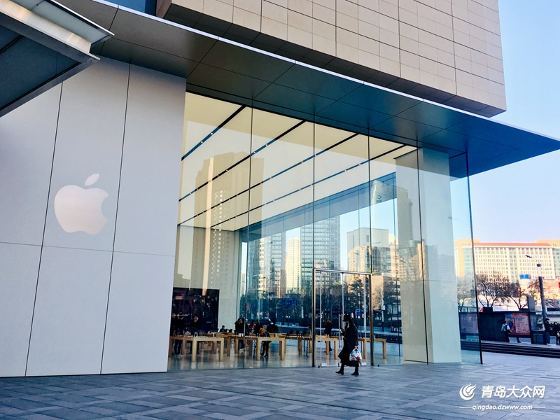 苹果青岛官方旗舰店(万象城店)。