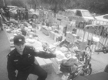 历下刑警二中队缴获的刘某的赃物,大部分还无人认领。记者 李培乐 摄