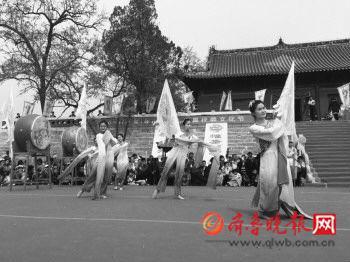 微山太昊伏羲文化节祭祀乐舞。 齐鲁晚报见习记者 王飞 摄