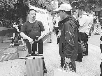 来自长清的唐先生幸运地订到了满意的酒店。记者郭春雨 摄