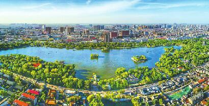 """城市提升工程""""十大行动""""开展后,济南的""""颜值""""越来越高。 记者王锋 摄"""