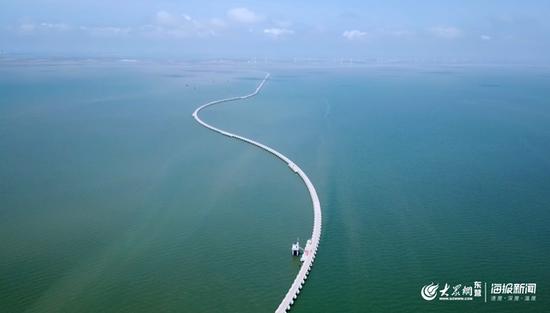 8公里海路通往人工岛 65口采油井绿色作业守护莱州湾