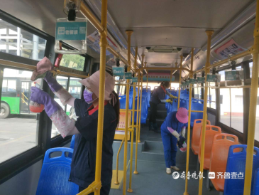 青岛公交集团4200辆公交车全面消毒 筑牢出行安全墙