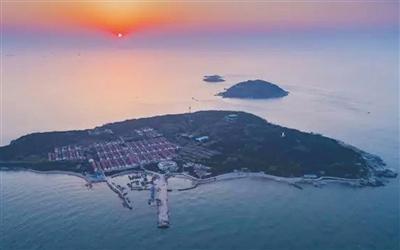 竹岔岛目前居民仅有30余人,竹岔岛小学现在是薛家岛小学的一个教学点。