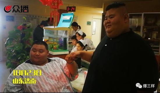 去年10月,山东第一胖王浩楠减肥至475斤