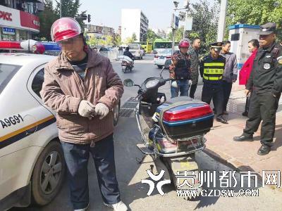 被处罚的电瓶车司机。