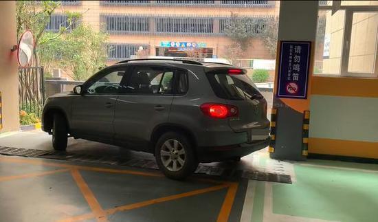 该业主的车位无法正常出入车库
