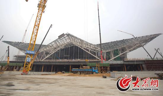 潍坊北站外形依照潍坊特色的盘鹰风筝形象进行设计